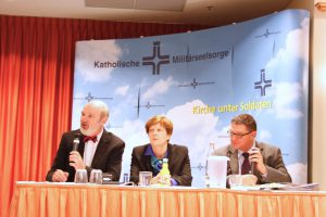 Thomas Schirrmacher, Christine Schirrmacher and Lothar Bendel (Senior Research Director in the Service of the Church) (from left to right) at the round of discussions addressing the aspect of fundamentalism in world religions.