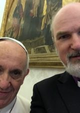 Selfie with the Pope when he received the yearbooks © BQ / Warnecke