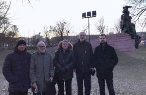 "Thomas Schirrmacher with the board members of the Ukrainian section of the ISHR at very cold temperatures in front of the monument ""Babi Yar"" (2nd from left, the founding president, Andrej Suchorkow, far right, the current president, Anton Alexejew) © BQ/Warnecke"