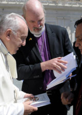 The Bishops Howell and Schirrmacher handing over the two books by the Global Christian Forum to Pope Francis © Osservatore Romano 242459_27062018.jpg