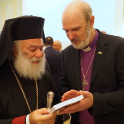 Thomas Schirrmacher hands over books of the Global Christian Forum to his Beatitude, Patriarch of Alexandria Theodore II © BQ/Warnecke