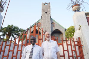 The chairman of the Liberia Council of Churches, Bishop Kortu K. Brown, and Thomas Schirrmacher in front of the oldest church in Liberia, the Providence Baptist Church, founded in 1821 © BQ/Warnecke