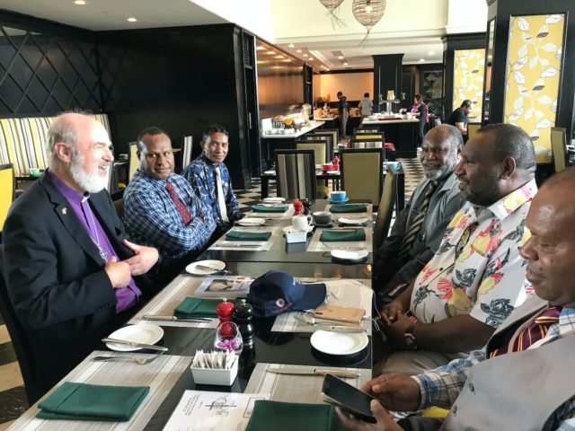 Thomas Schirrmacher and the Executive Board of the Evangelical Alliance of Papua New Guinea in conversation with the country's Prime Minister, James Marape (second from right) © BQ/Martin Warnecke