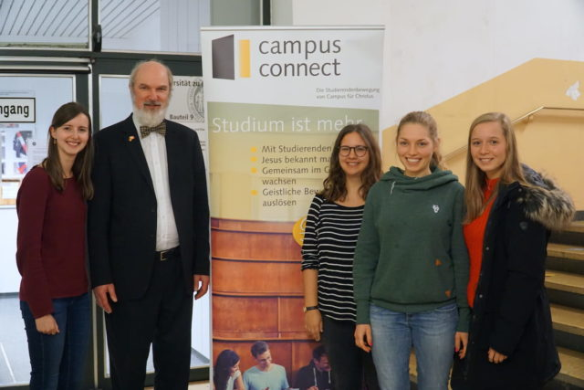Thomas Schirrmacher with the organisers of campus connect, far left, the person responsible, Jocelyne Huetz © BQ/Martin Warnecke